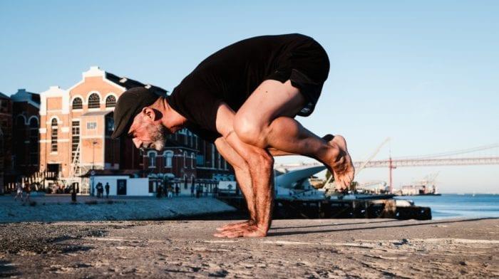 Yoga e desporto: benefícios, papel e exercícios