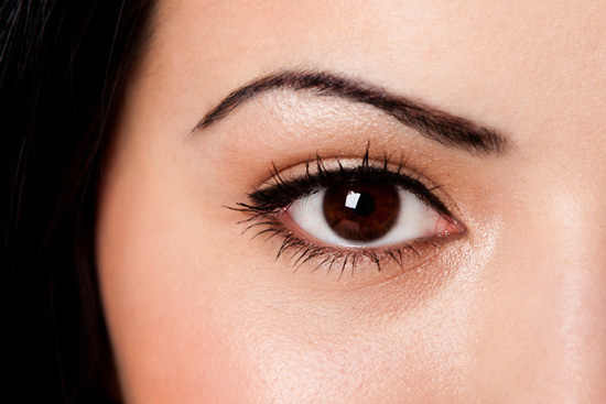 4 easy steps on how to use Eye Serums