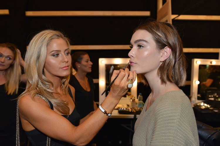 How to get the Curtis Collection Signature Glow with Victoria Curtis