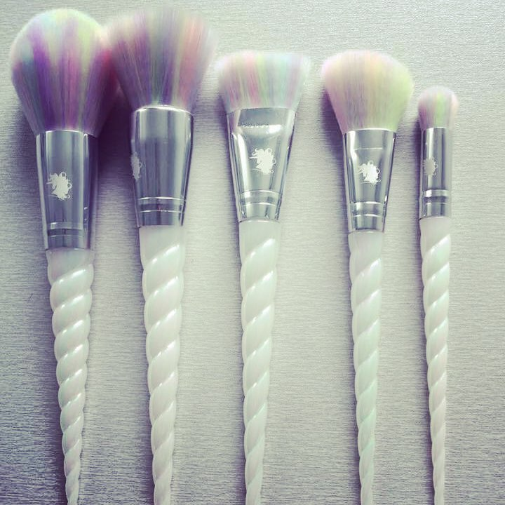 socialfeed-unicorn-make-up-brushes-though-unicorn-makeup-brushes