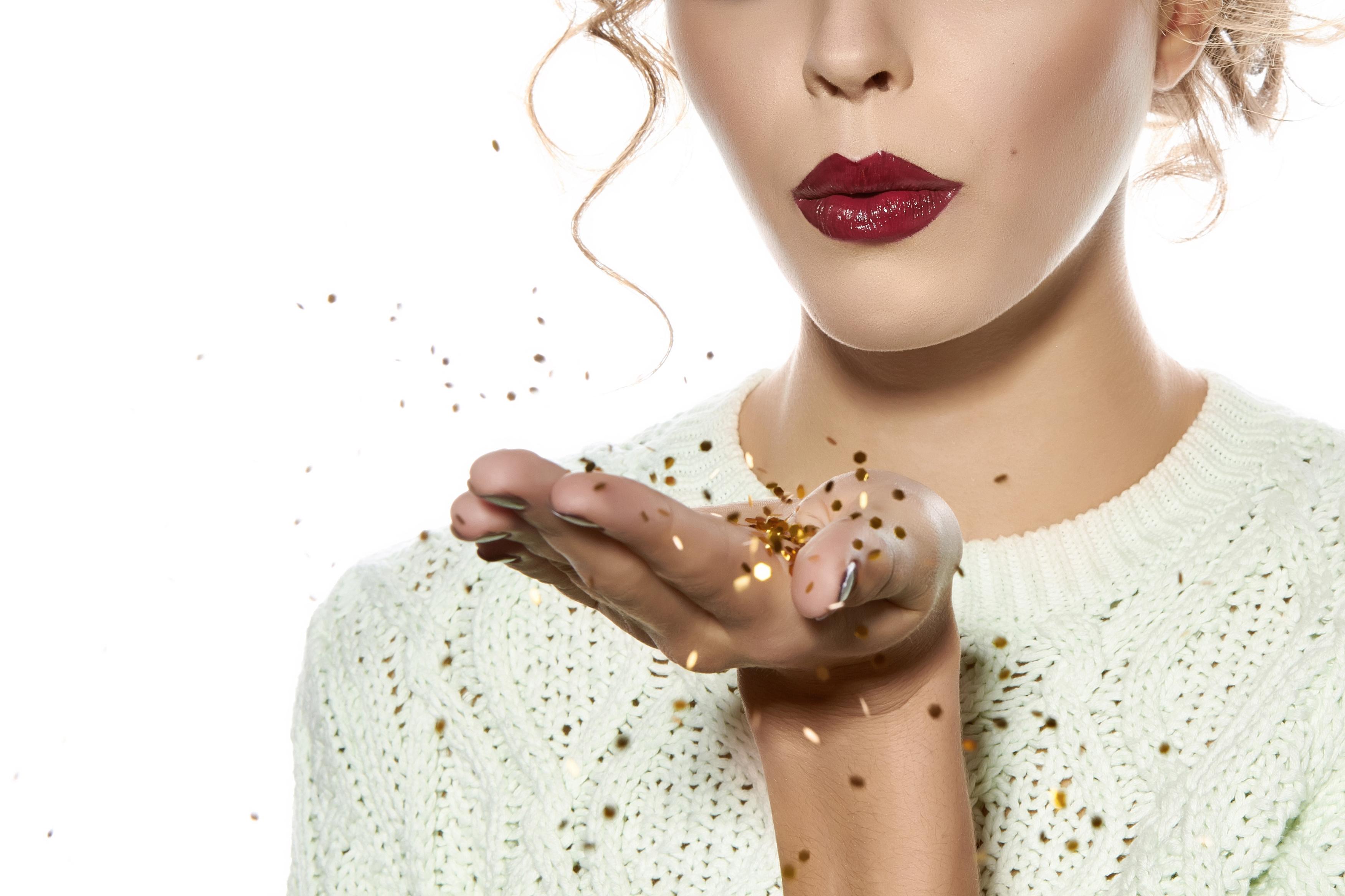 Festive Makeup Looks for the Christmas Season