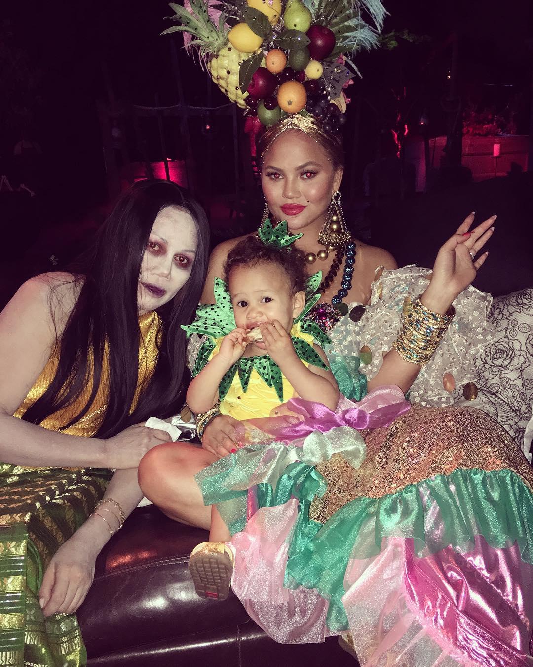 Chrissy Teigen John Legend Halloween 2017 Carmen Miranda