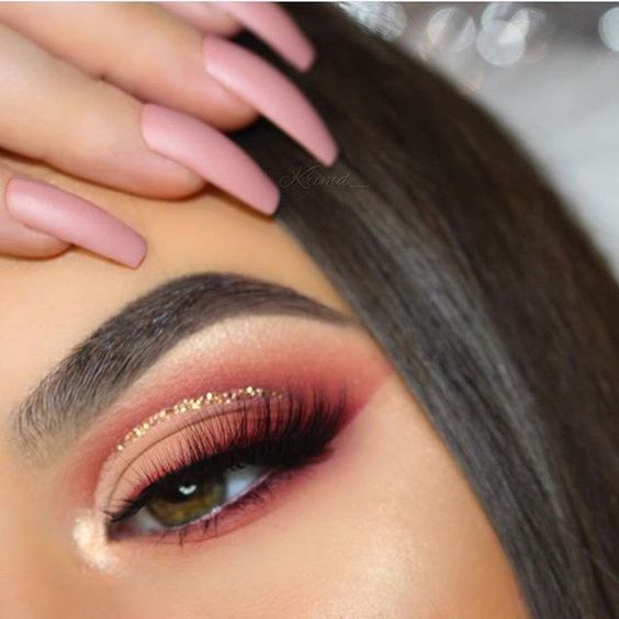 New Year's Eve makeup look glitter cut crease