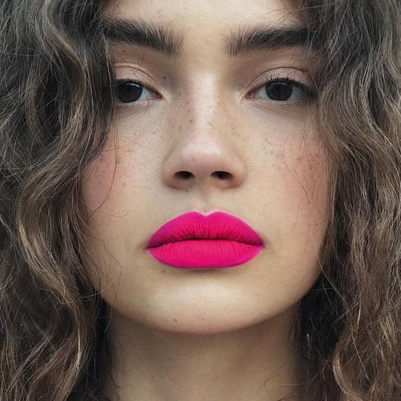 Summer beauty tips bright colour scheme makeup pink lipstick