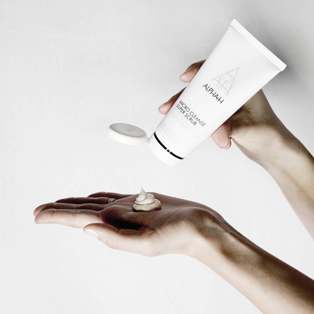 Skin detox manual exfoliation Alpha-H Micro Cleanse Super Scrub