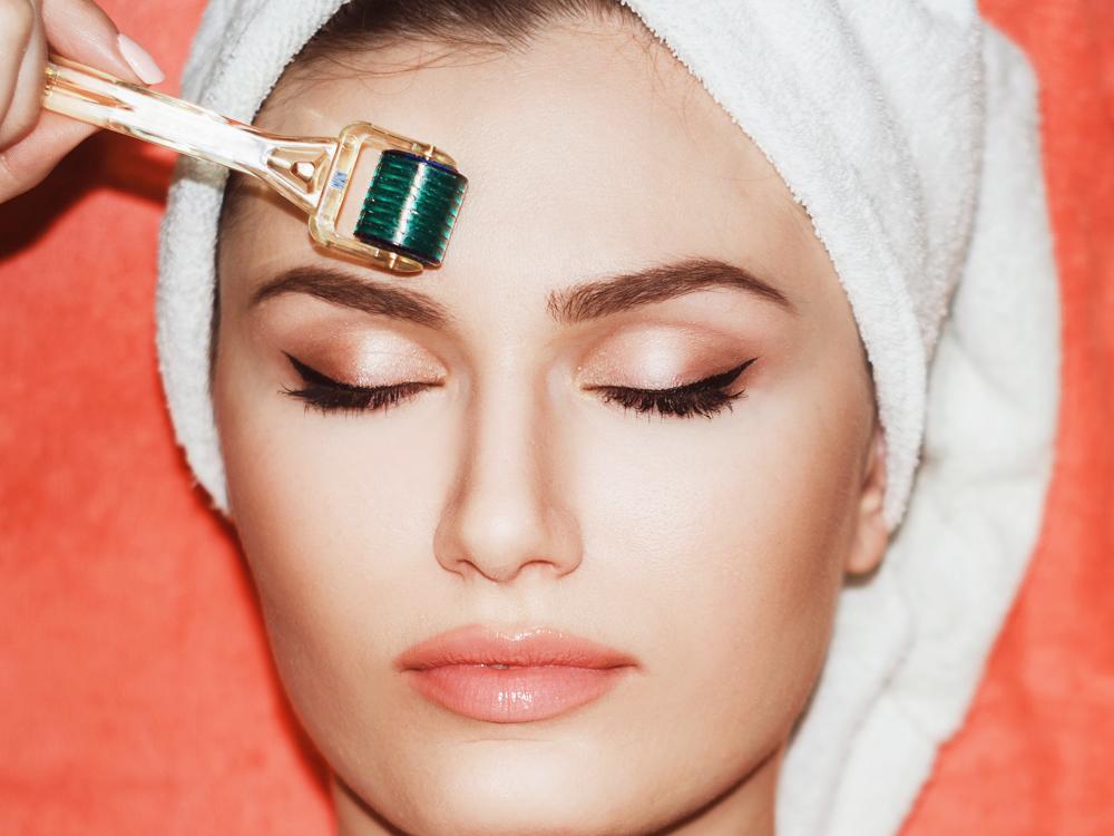 Derma roller skin procedure microneedling derma rolling