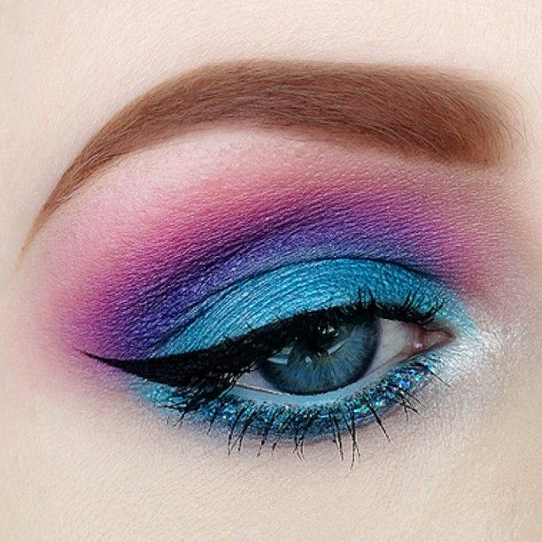 Aquarius beauty inspiration turquoise purple eyeshadow
