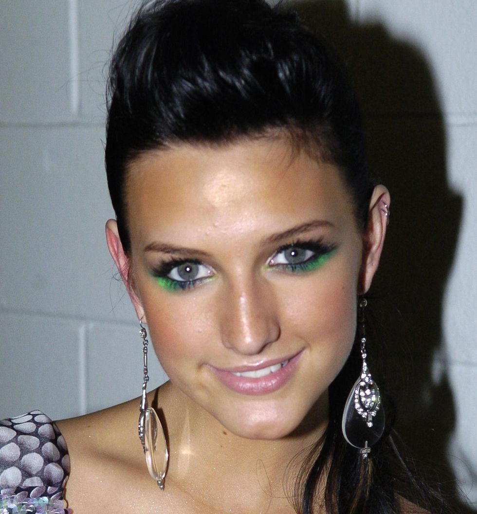 2000s Beauty Trends Coloured Eyeshadow Ashlee Simpson