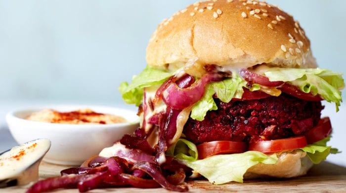 Vegan Maaltijd in 15 minuten | Bangin' BBQ Bieten Burgers