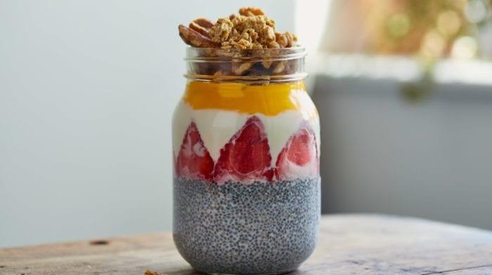 Perzik Mango ontbijt met Chia pudding en Omega Taste