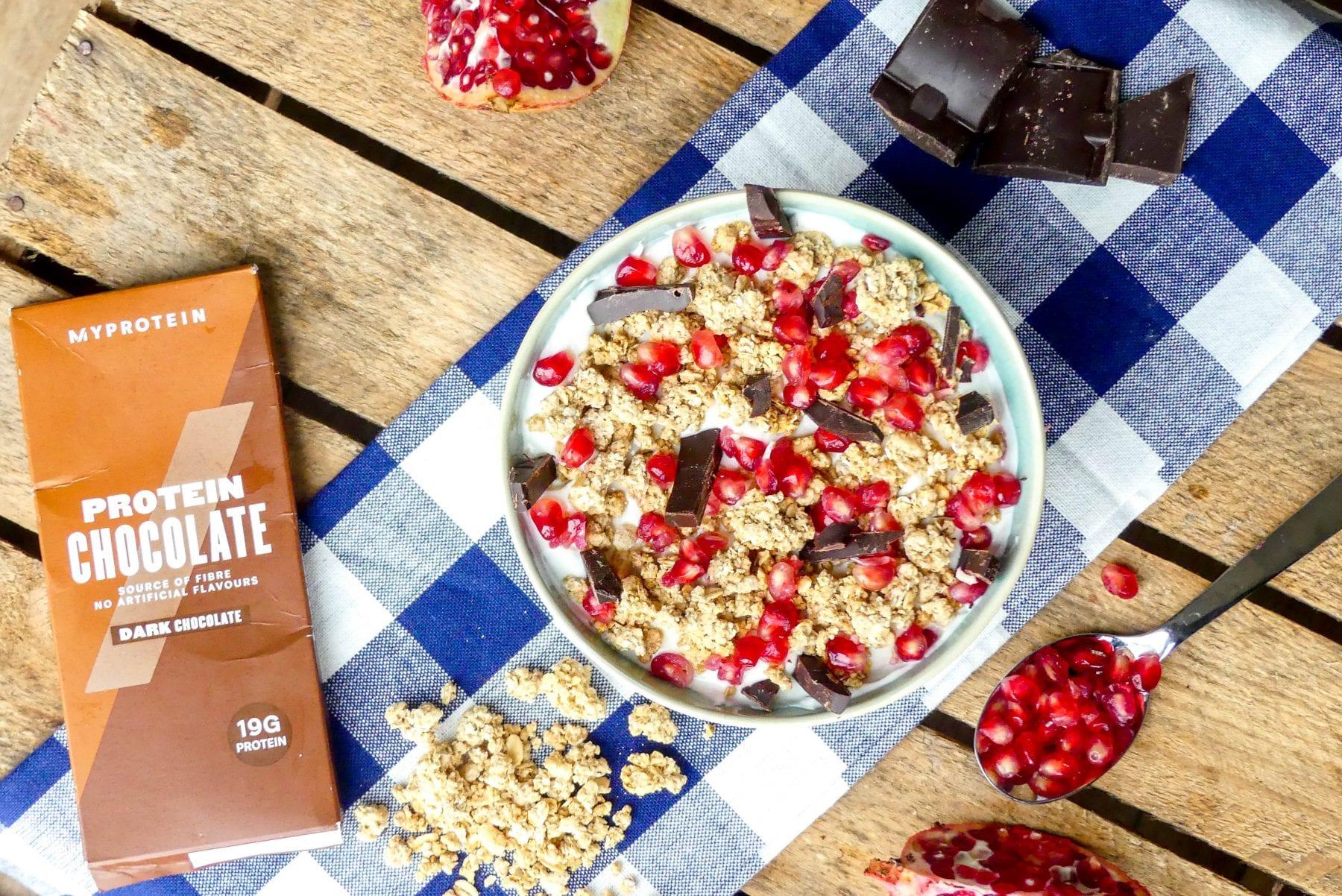 Kwark Met Granaatappel, Granola en Chocolade