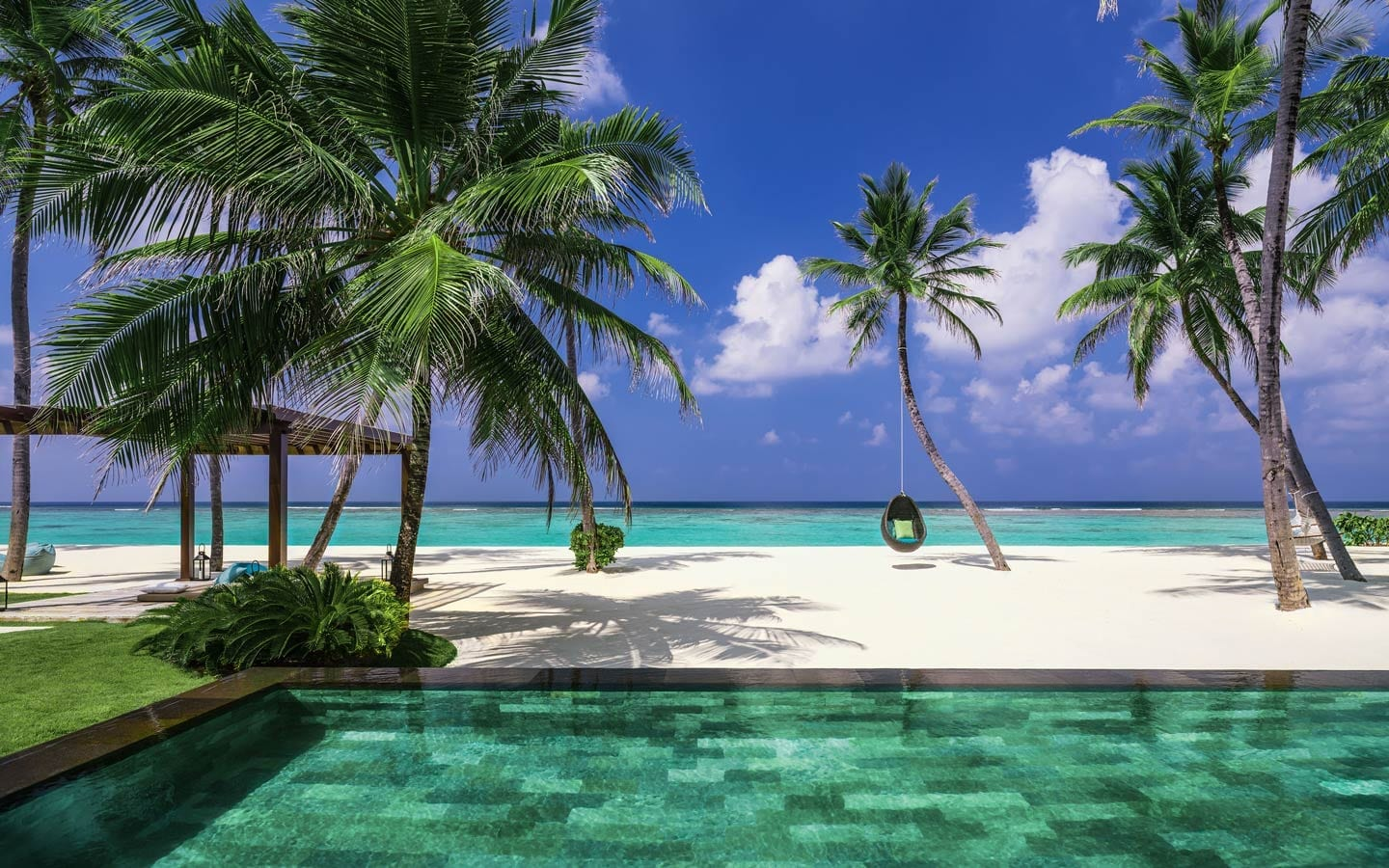 One&Only Reethi Rah Maldives, palm trees and the sea