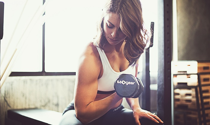 exercices biceps femme curl musculation