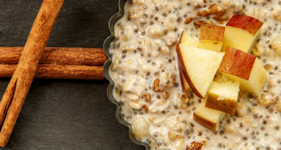 healthy cinnamon apple winter oatmeal