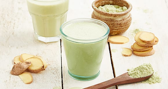 Wake-Me-Up Matcha Whey Protein, Peach & Ginger Smoothie
