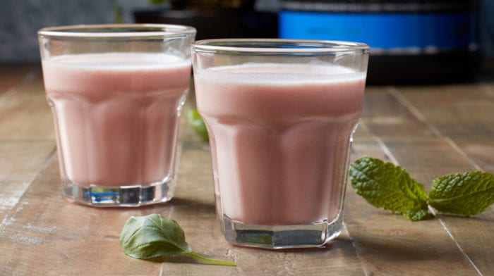 Thewhey Protein Shake | Post-Workout Strawberry-Mint Shake