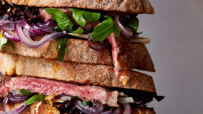 Felülmúlhatatlan steak szendvics recept | Izomépítő ebéd