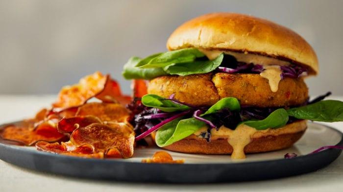 Fűszeres csicseriborsó és koriander vegán burger recept
