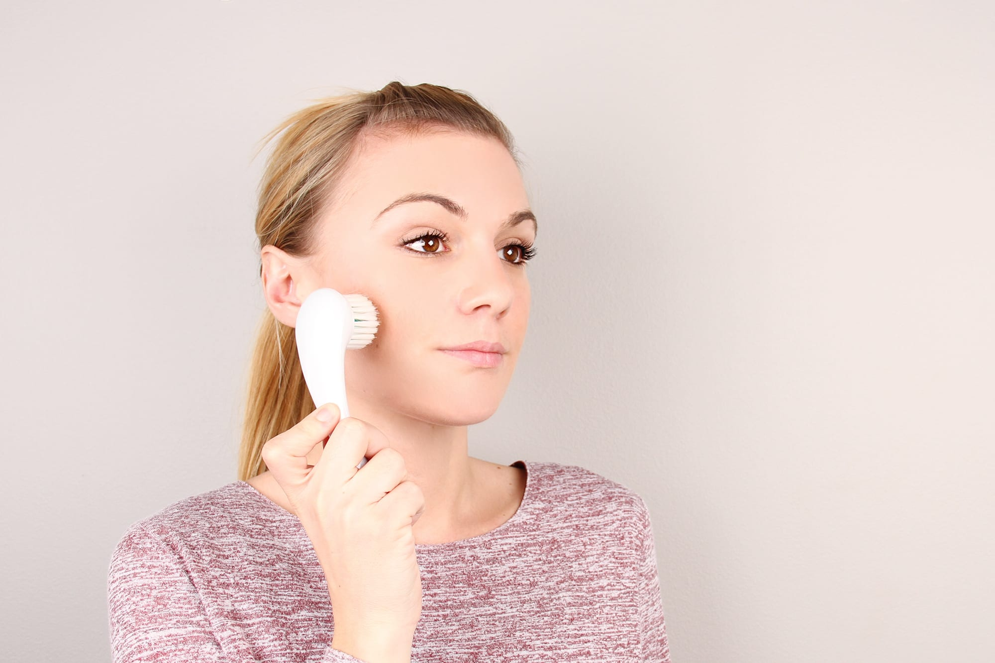 Beauty School: How To Use A Cleansing Brush