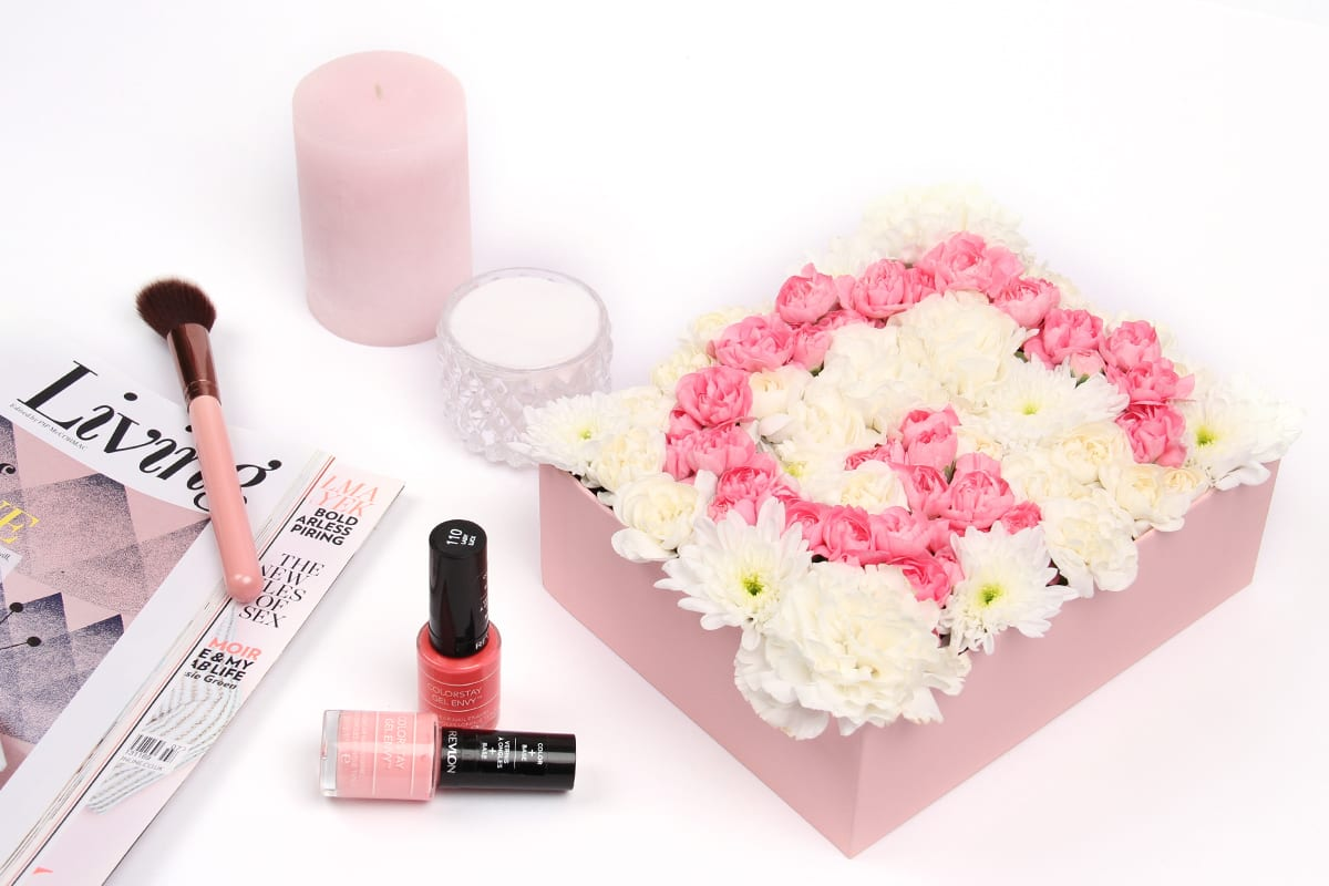 Upscale Your Glossybox: Floral Monogrammed Sign