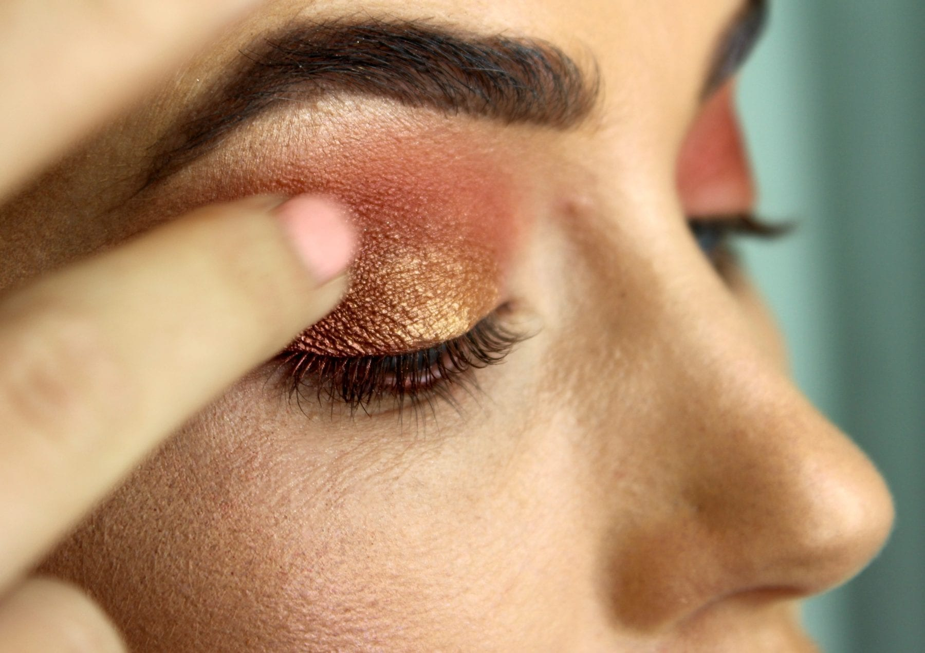 MUA eyeshadow palette GLOSSYBOX