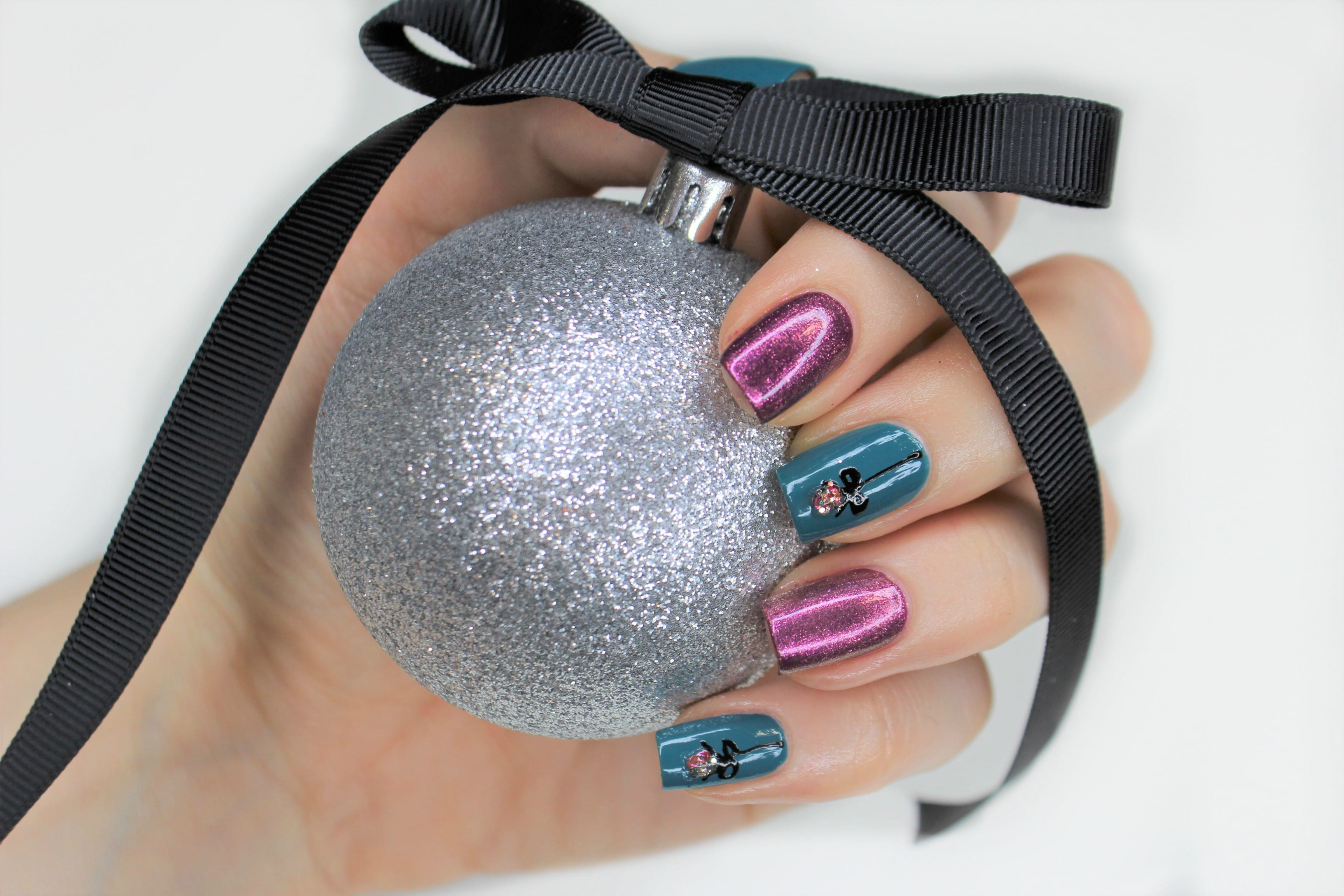 Easy Nails Inc Christmas Nail Tutorial