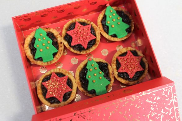 Easy Mince Pie Recipe - With Edible Glitter!