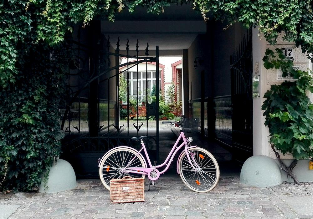 Glossybox-Blogparade-pretty-picknick-pink-bike