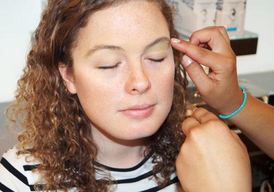 Augen auf, hier kommt andmetics: In vier Steps zu perfekten Brauen