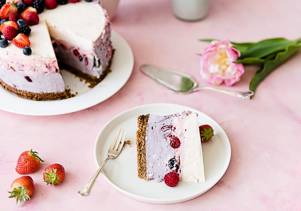 No-Bake Berry Cake