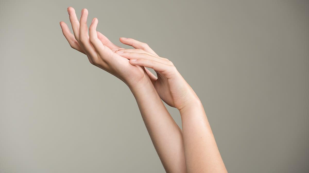 GLOSSY Tutorial: Strapazierte Hände? So solltest du sie pflegen!