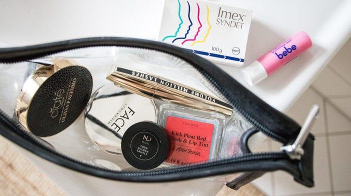 #glossyshelfie Teil 1: Glossies öffnen ihren privaten Beauty-Schrank!