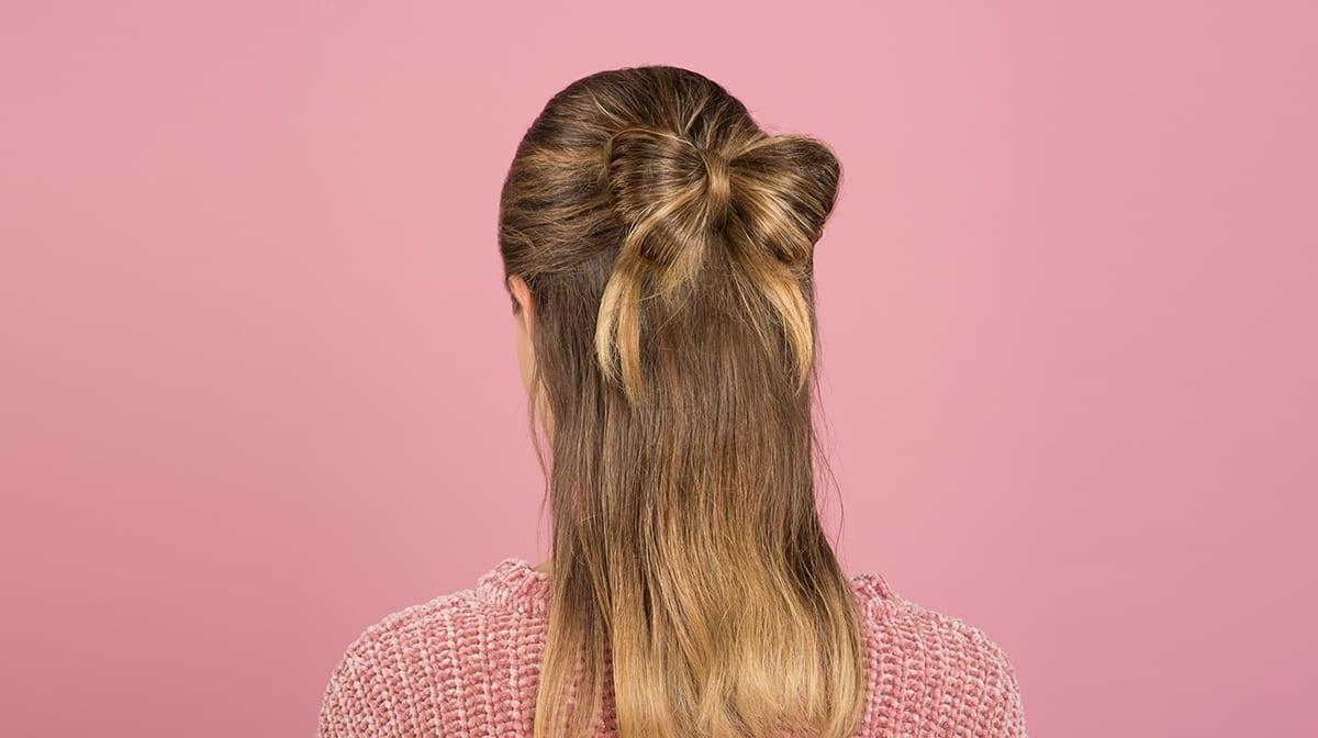 GLOSSY Looks: Setze deinem Style mit einer Haarschleife die Krone auf