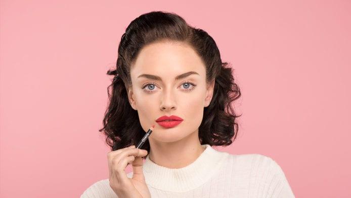 GLOSSY Tutorial: Um die perfekte Lippenform zu kreieren, musst du DAS tun!