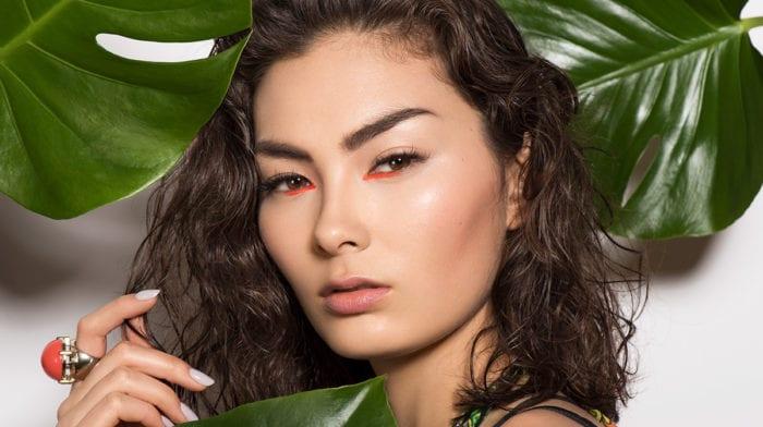 GLOSSY Tutorial: Werde zur Kriegerin des Dschungels mit diesem Make-up-Look