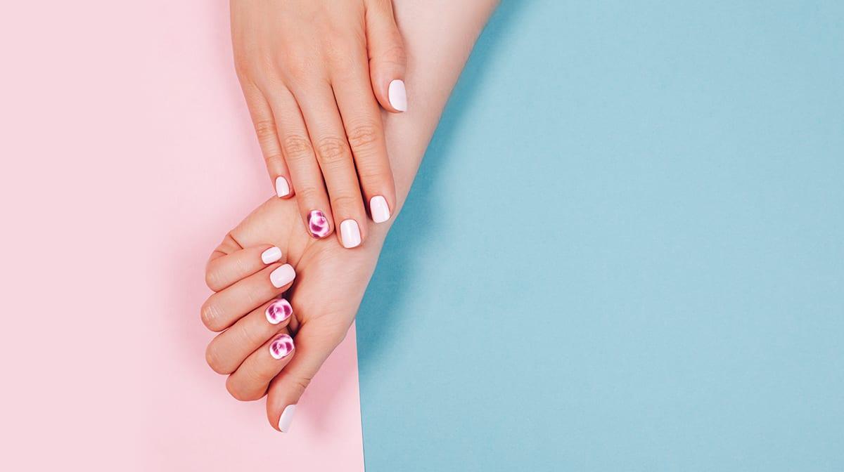 GLOSSY Trends: Blooming Gel ist das neue Must-have auf deinen Nägeln!