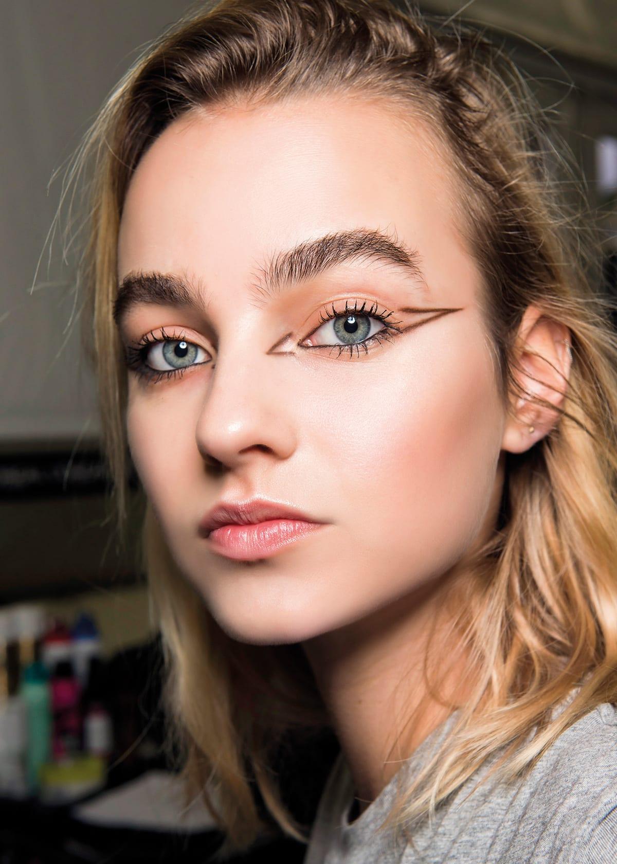 Graphic Eyeliner_Loreal