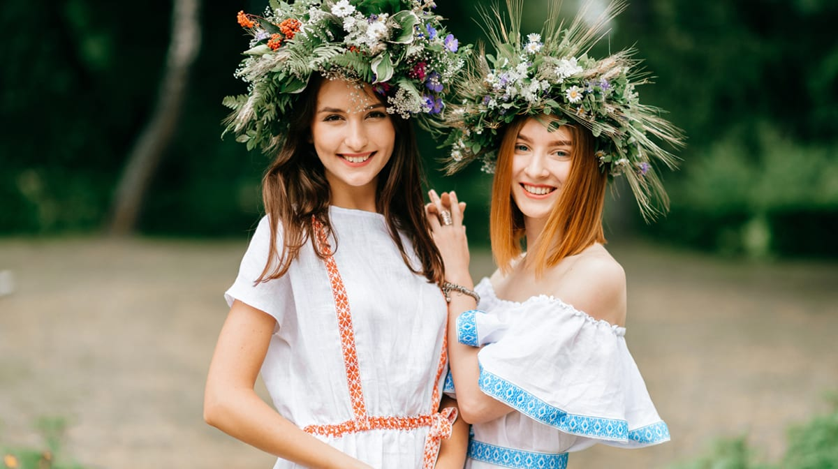 Blumenkränze, Kleidchen, Lampions – darum lieben wir Midsommar