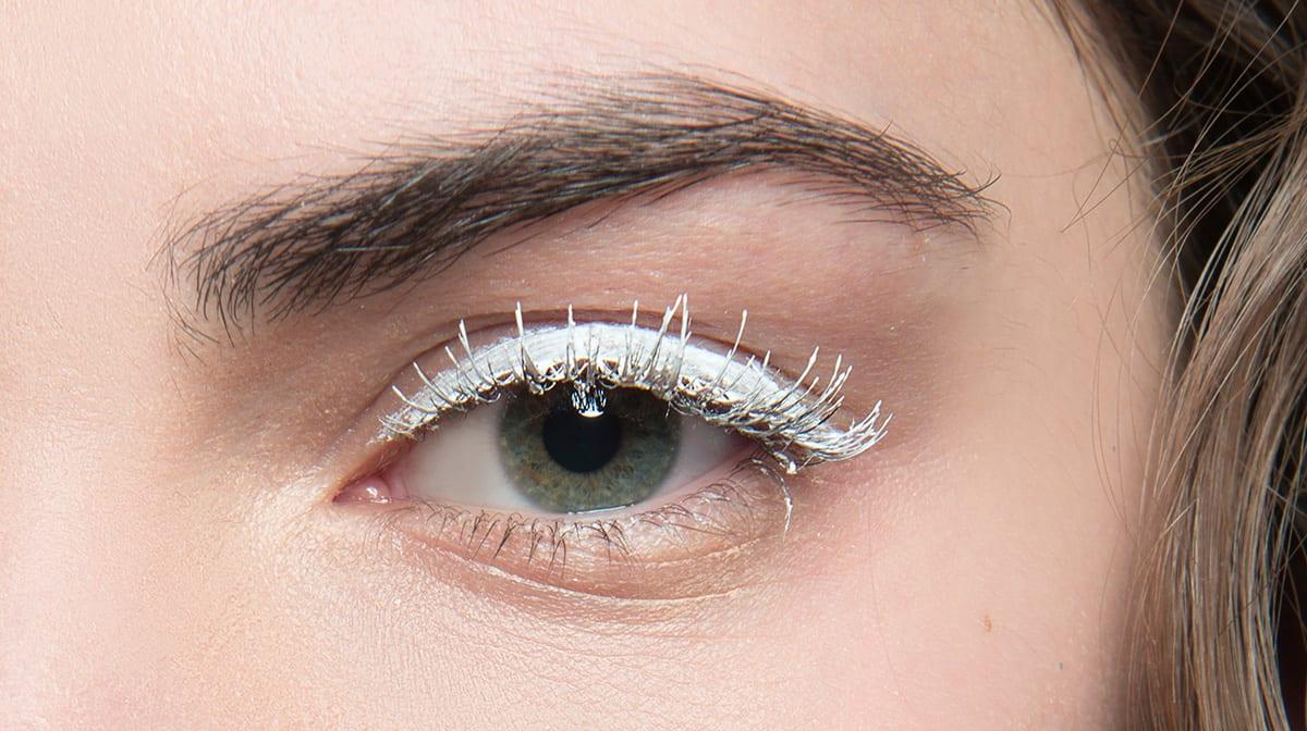 Beauty-Trend-Alarm: So machst du Make-up in Weiß zum echten Hingucker!