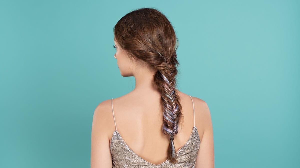 GLOSSY Tutorial: Fühle dich wie eine Meerjungfrau mit farbigem Fishtail Braid