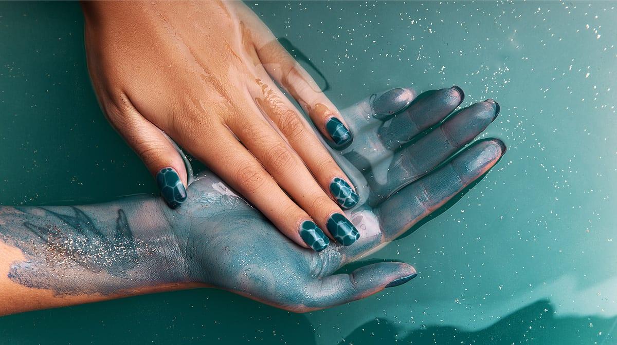 Komm, lass uns auf der Beauty-Welle schwimmen: mit Mermaid Nails!