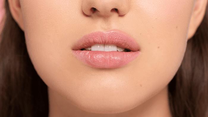 Glossy Tutorial: So einfach zauberst du dir vollere Lippen
