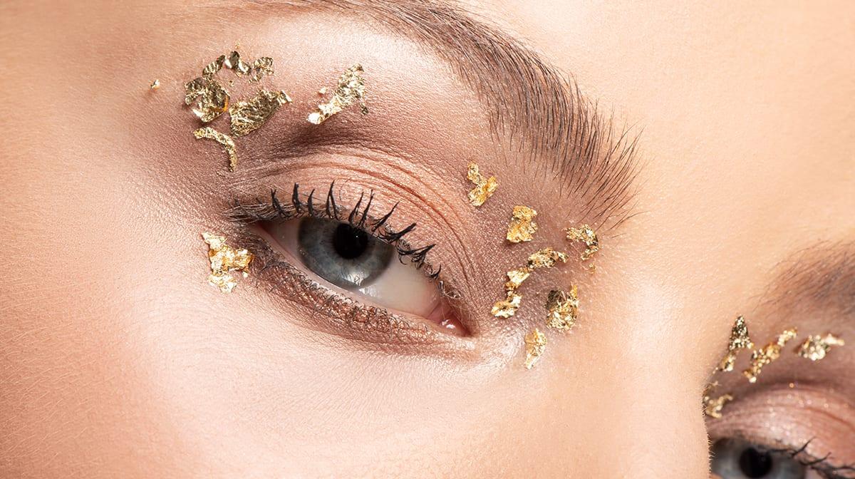 GLOSSY Tutorial: Hebe deinen Make-up-Look mit Blattgold auf ein neues Level!