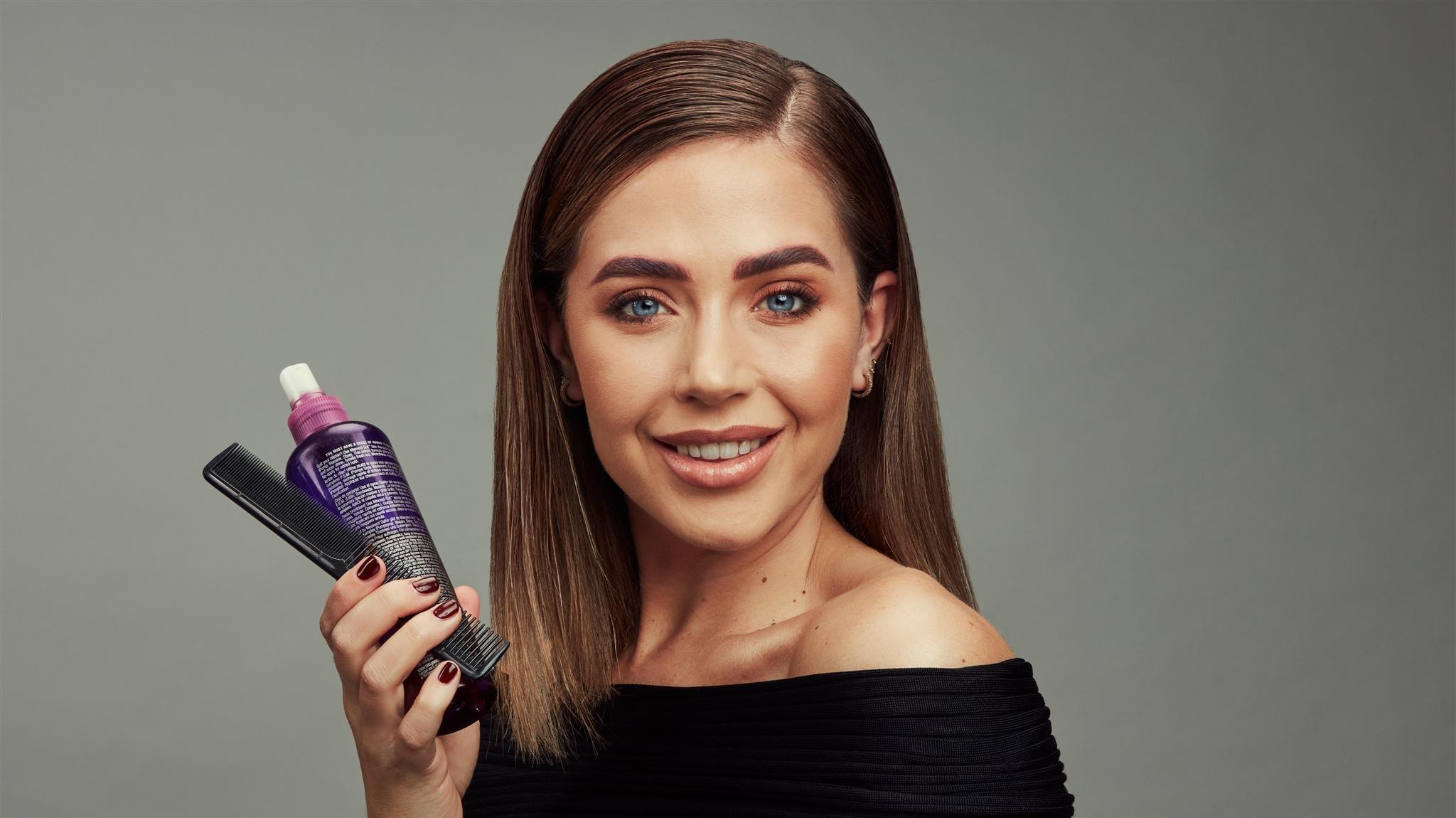 GLOSSY Tutorial: So einfach gelingt dir der Haartrend Sleek Hair