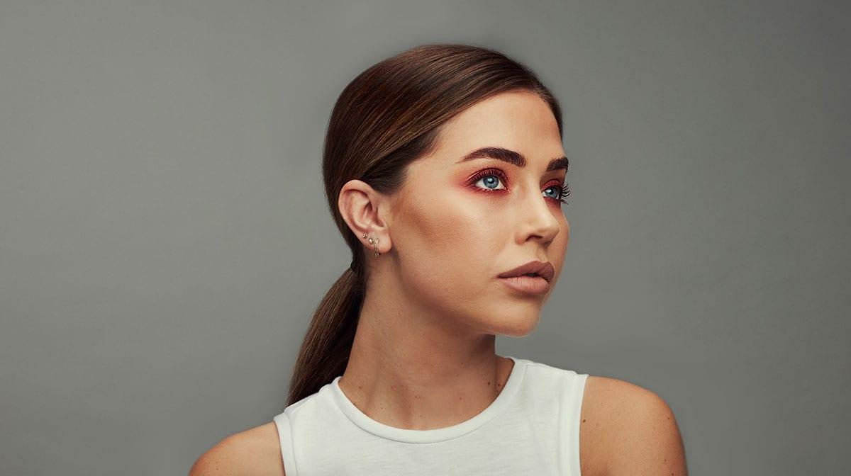GLOSSY Tutorial: So kreierst du einen echten Wow-Look mit Mono Eyeshadow