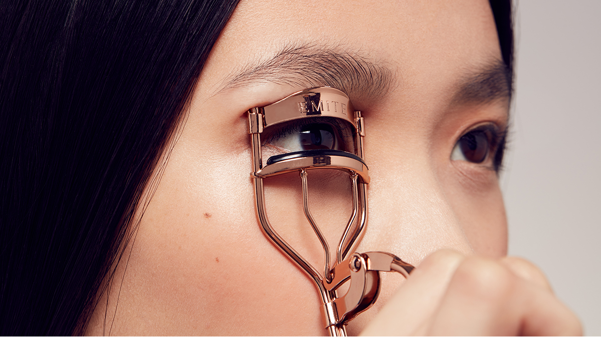 Lash Curler Tutorial Step 1