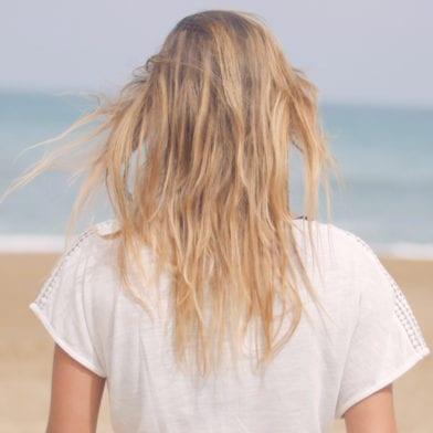 Les 3 bons réflexes à adopter pour vos cheveux en été