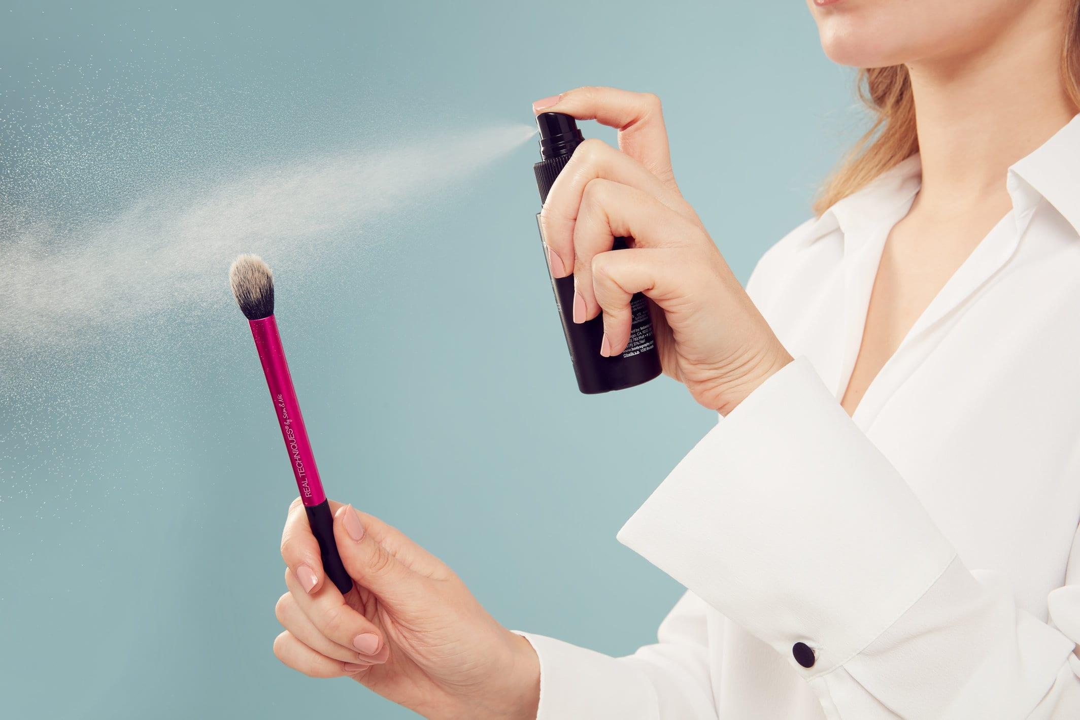 GLOSSY Tutoriel : nettoyez-vous vos pinceaux correctement ?