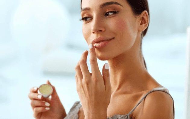 10 otippade användningsområden för ditt Carmex läppbalsam!