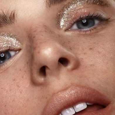 HOW TO CREATE THE ULTIMATE GLITTER EYE LOOK THIS SUMMER